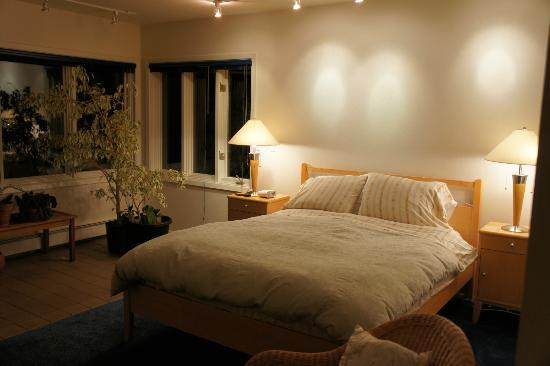 City Garden Bed & Breakfast: Room with private bath