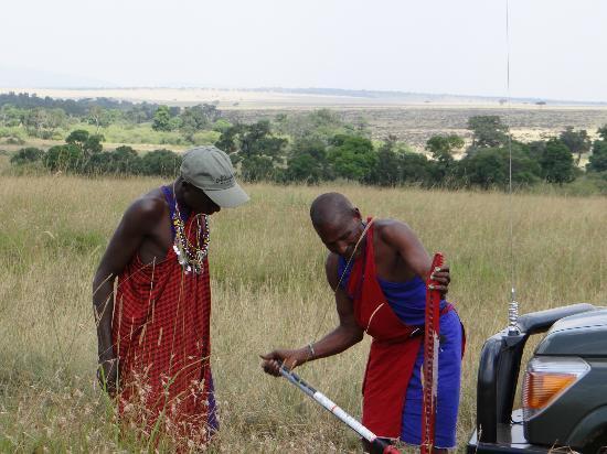 Naboisho Camp, Asilia Africa: Wilson and Rakita changing a tyre