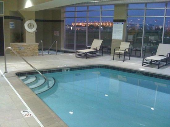 SpringHill Suites Minneapolis-St. Paul Airport/Mall of America: Pool and Jacuzzi next to Fitness Room not pictured