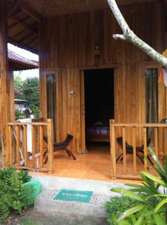 Lembongan Tropical Guest House : new wooden bungalows