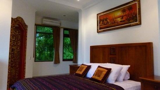 Jimbaran Bay Beach Residence: White House master bedroom