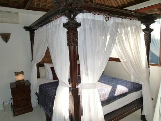 Jimbaran Bay Beach Residence: Residence master bedroom