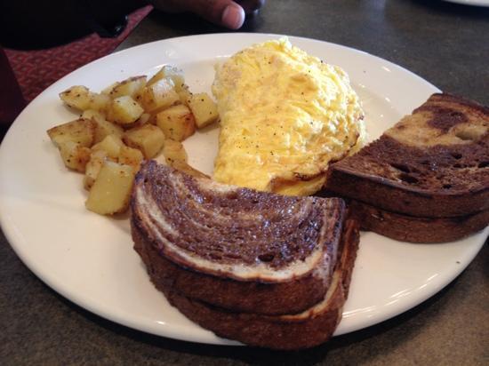 Niagara-on-the-Lake Golf Club: 3 egg omelette