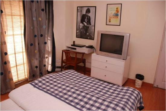 Cinnamon Stays : Puraani Jeans- AC single bed room with a nice terrace