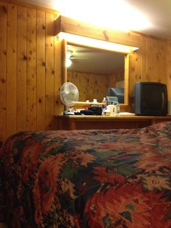 Big Horn Lodge: room