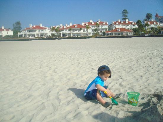Hotel del Coronado: Extra wide clean beach access