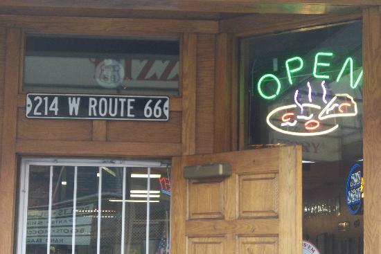 Pizza Factory : Su direccion 214 West Route 66