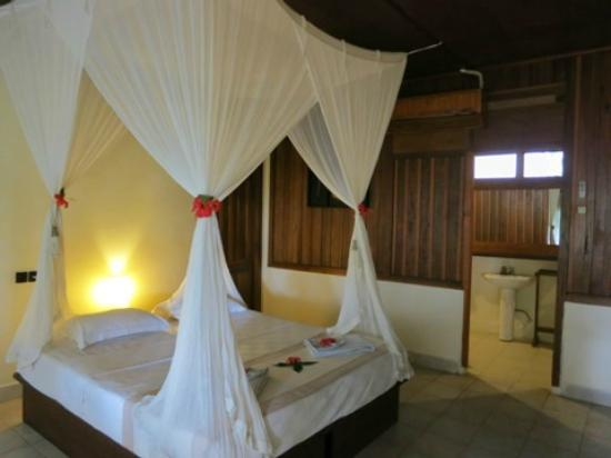 Bunaken Cha Cha Nature Resort: bed room