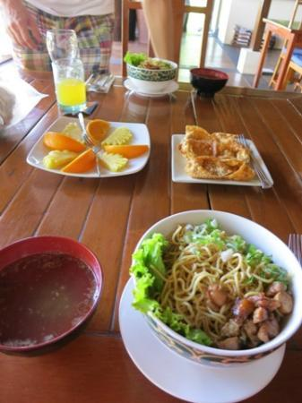 Bunaken Cha Cha Nature Resort: lunch