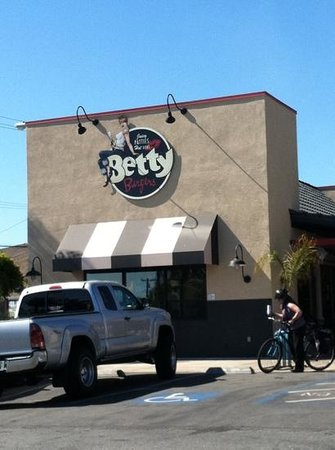 Betty's Burgers: Good food here!