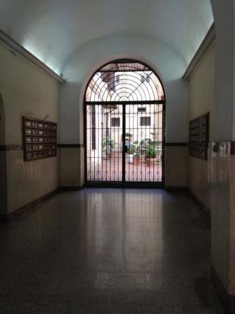Mattire: entrée intérieure de l'immeuble