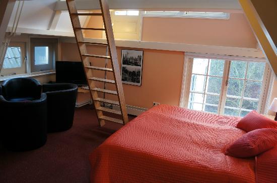 't Hotel: Family room