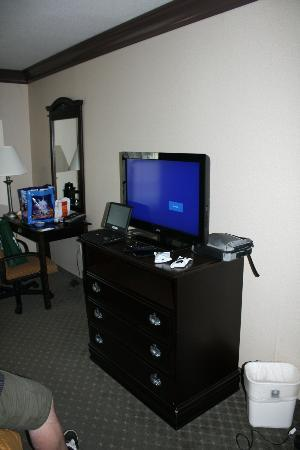 Comfort Inn & Suites Near Universal - N. Hollywood - Burbank: Updated TV