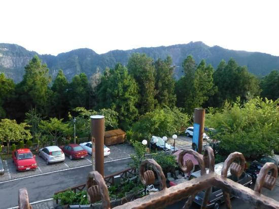 Ho Fong Villa Hotel: mountains in the distance