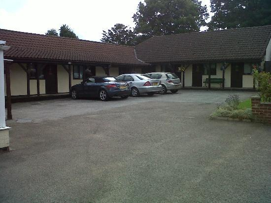 The Black Horse Inn: Rooms and part of the car park