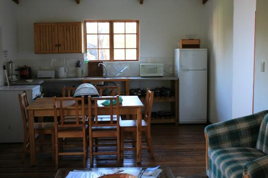 Bella Manga Country House: Kitchen and Mainroom