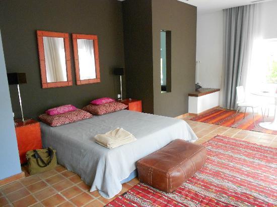 Deco de la chambre entre moderne et orientale - Picture of Vila ...