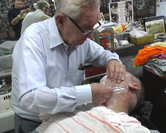 Floyd's City Barbershop: Straight razor shave