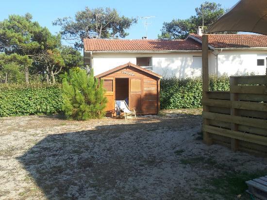 Villa Tiki / Vieux-Boucau Surflodge : vue d'une partie du jardin