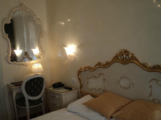 Hotel San Luca: chambre