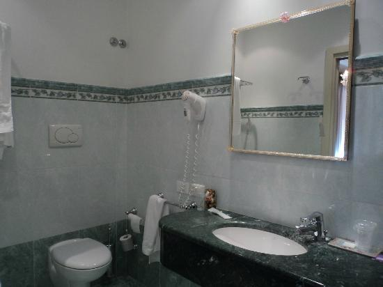 Hotel San Luca: salle de bain