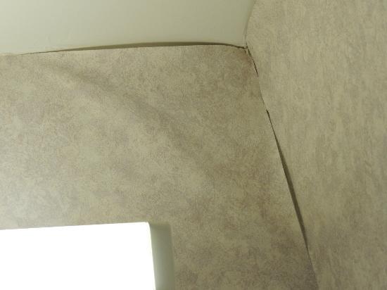 Camelot Inn: peeling wallpaper