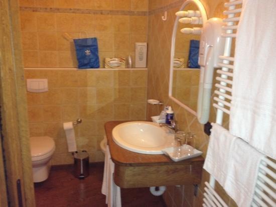 Hotel Meynet : il bagno nuovo e spazioso