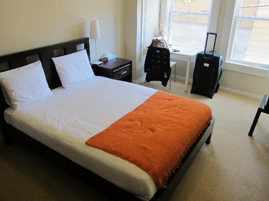 Casa Loma Hotel: Room