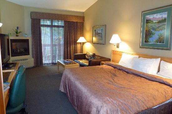 Tunnel Mountain Resort: room