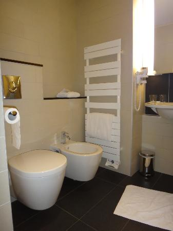 Royal Antibes Hotel, Residence, Beach & Spa: toilet en bidet