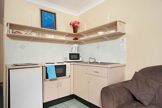 Byron Bay Side Central Motel: Your Own Fully Eqipped Kitchen
