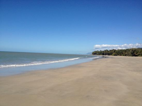 Four Mile Beach: a beach for cycling, sunbathing, swimming, walking or absolute solitude!