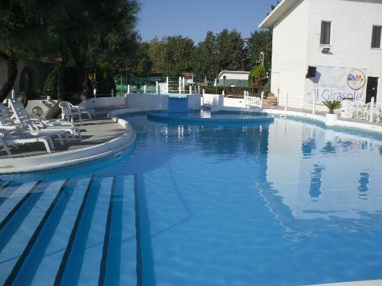 Piscina con idromassaggio picture of family hotels - Piscina al coperto milano ...