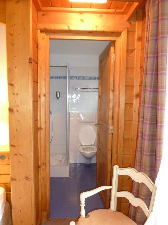 Chalet hotel La Marmotte : Petite salle de bain