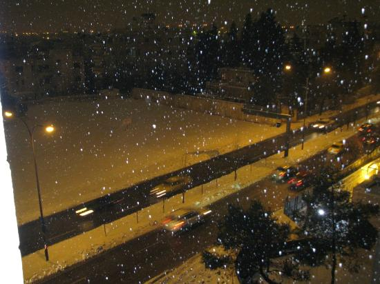 Imperial Palace Hotel: Snowfall at Night