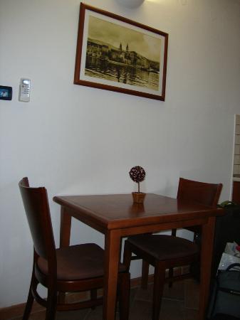 Villa Lavandula: Dining table