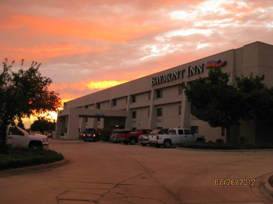 Baymont Inn & Suites Springfield: exterior