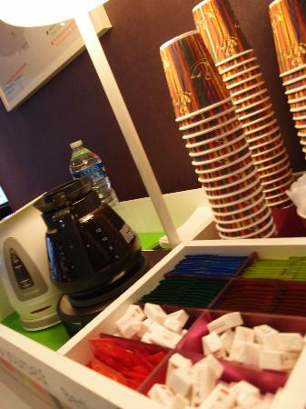 Ibis Styles Fontenay : a comfort coffee lounge in the lobby