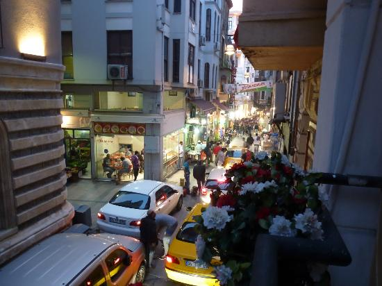 Hotel Residence Istanbul : Window view of the street