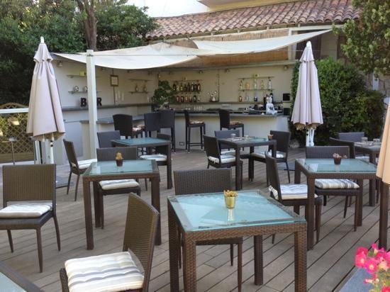 La Villa Cap d'Antibes : le bar de piscine