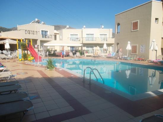 Rainbow Apartments: Pool Area