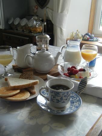 The Barn B&B: Morning breakfast