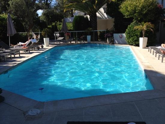 La Villa Cap d'Antibes : la piscine