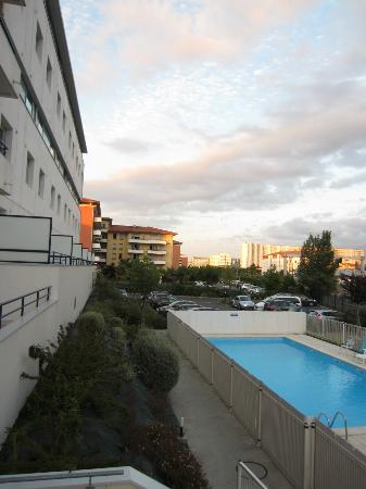 Residhome Privilege Toulouse Occitania: Hotel and pool
