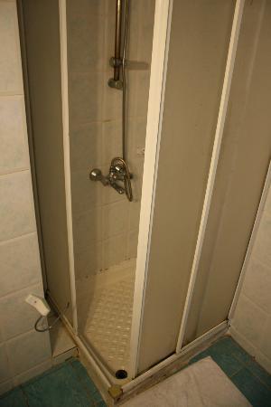 أكدنيز آبارت هوتل: doccia senza un'antina 