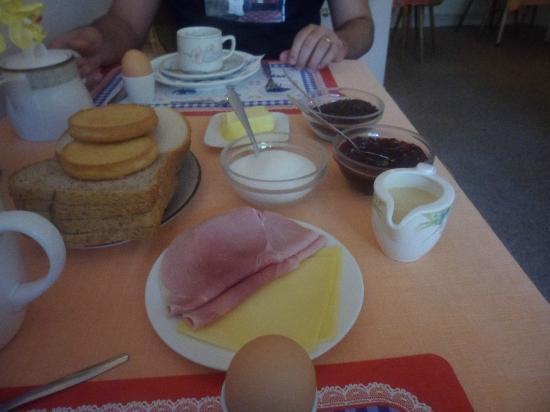 Hotel van Onna: Café da manhã