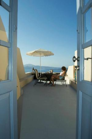 Lucky Homes - Oia: Balcone colazione Perfect Hideaway Studio