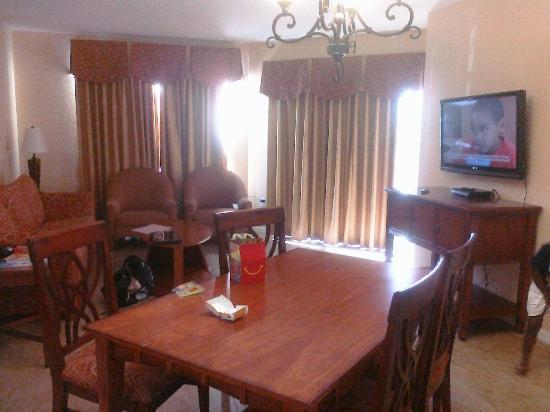 Vacation Village at Parkway: Living/ Dining area