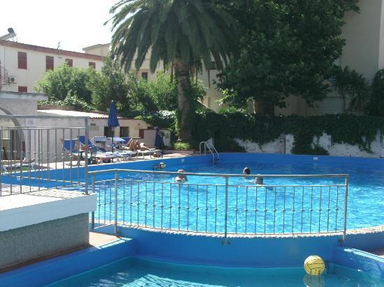 Hotel Riviera : The pool area