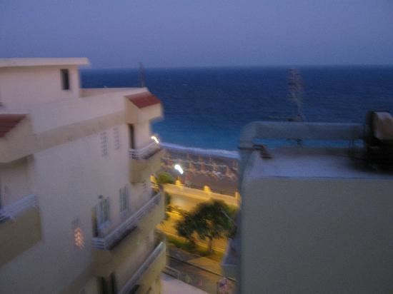 Nafsika Hotel: vista dalla stanza di sera